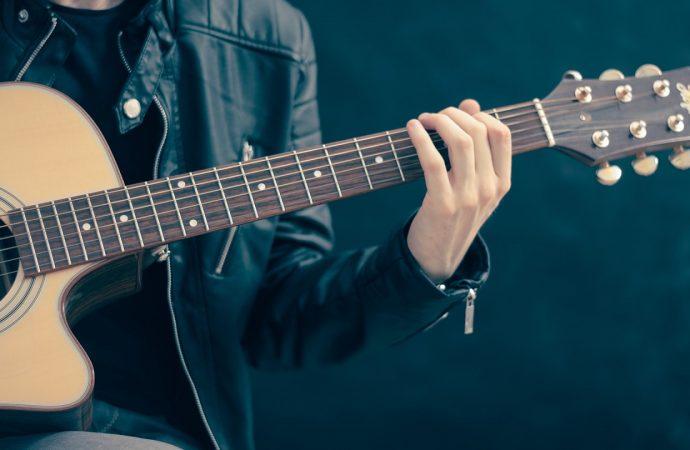 Guitare électrique : quelles cordes choisir en fonction de son niveau ?