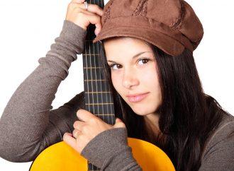 Faut-il choisir une guitare en fonction de l'âge de l'enfant ?